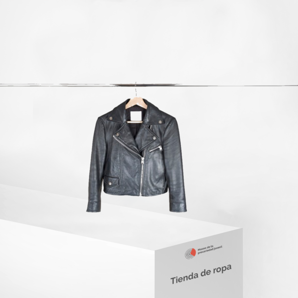Blusa en tienda de ropa